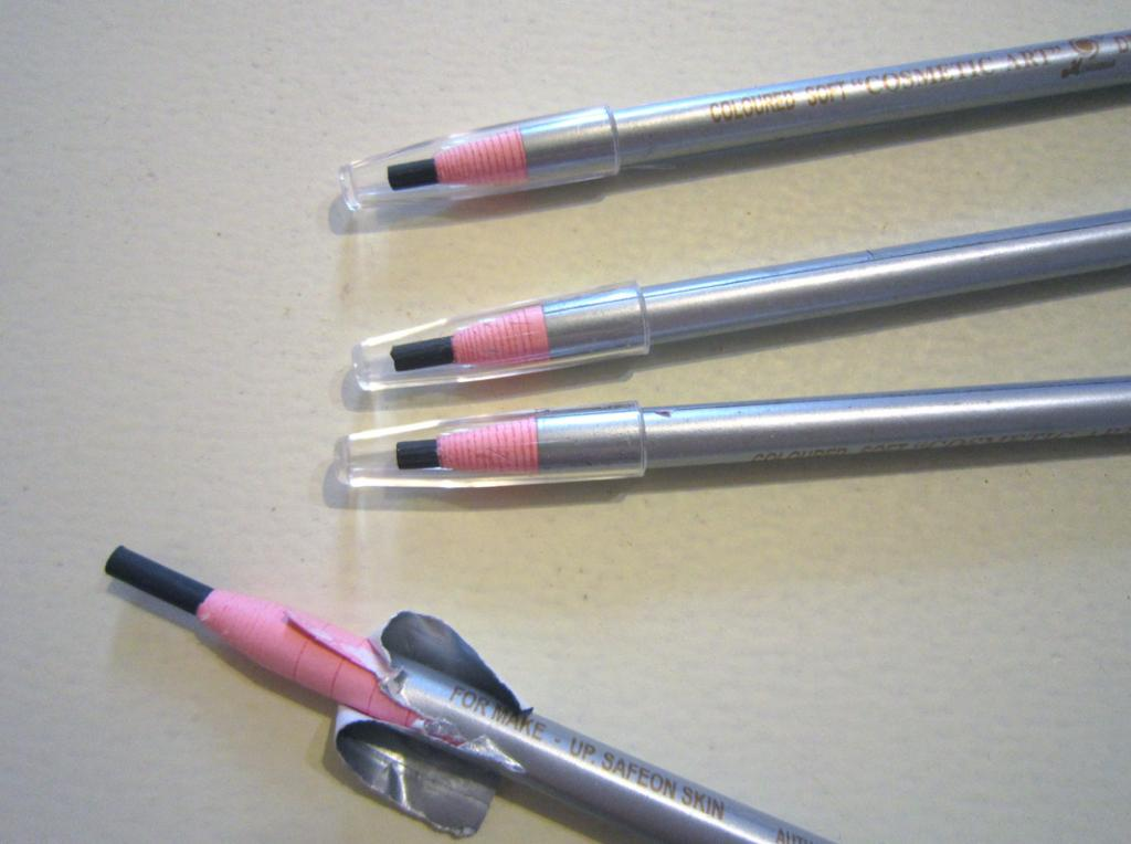 Бумажный карандаш для глаз и бровей 05