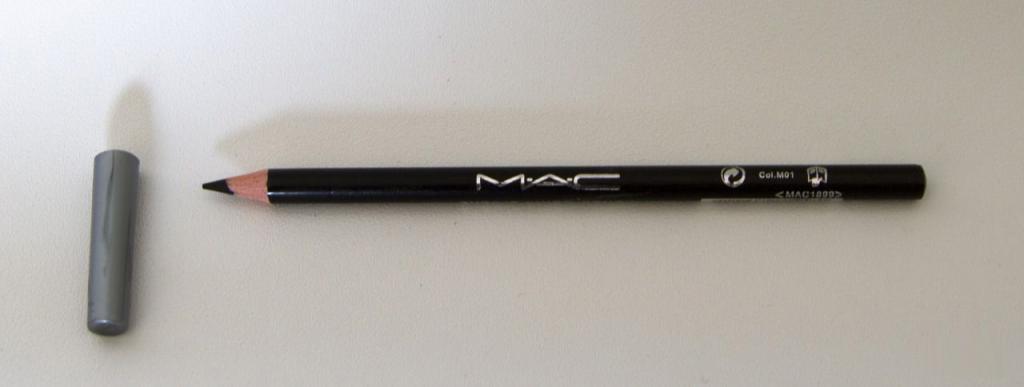 Контурный карандаш для глаз MAC 01