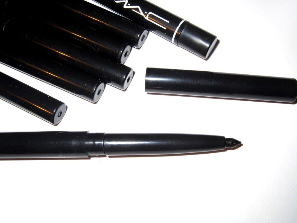 Механический выкручивающийся карандаш для век Mac 03