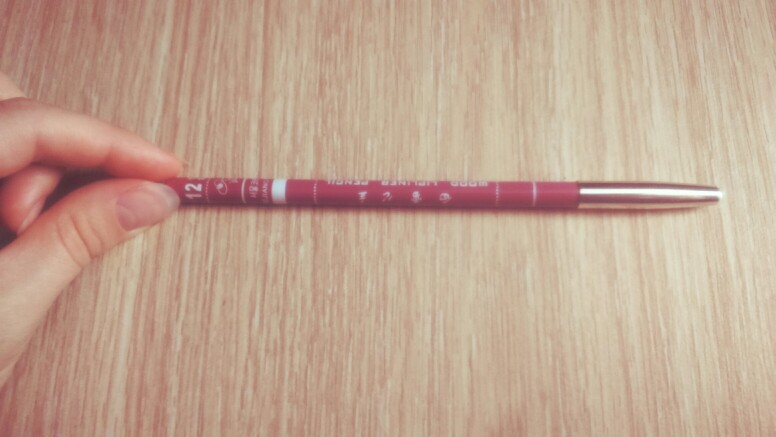 Контурные карандаши для губ разнообразных оттенков 10