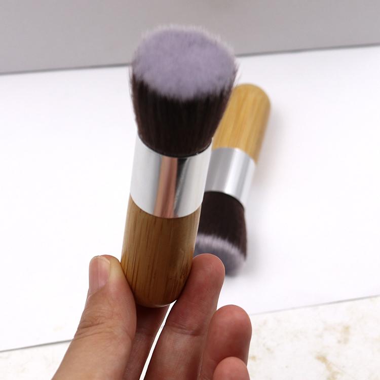 Универсальная кисть для основы Flat Top Brush 07