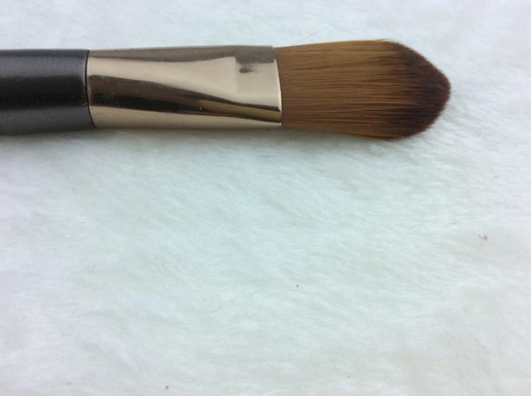 Профессиональная широкая густая кисть для нанесения тональной основы,  консилера, ВВ крема  высококачественная 05