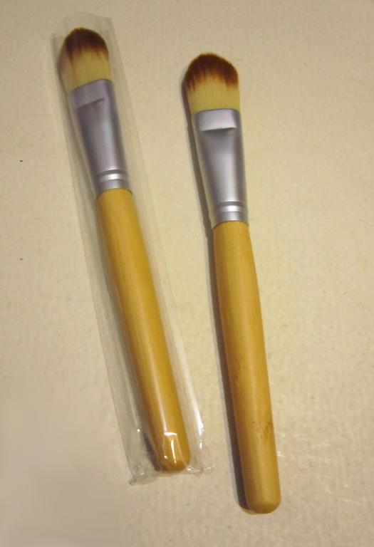 Кисть для нанесения тональной основы,  консилера, ВВ крема натуральная высококачественная 03