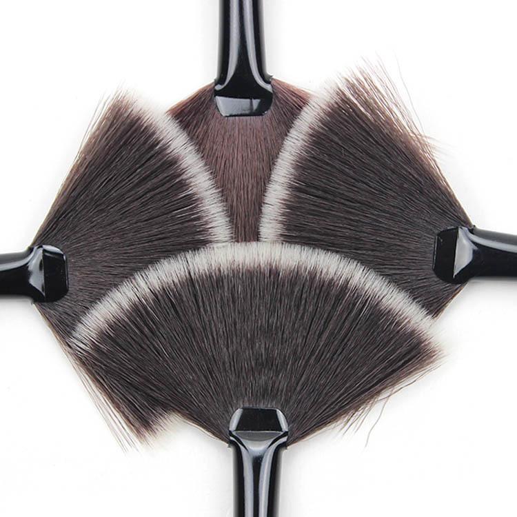 Кисть веерная Professional Brush длинная 05
