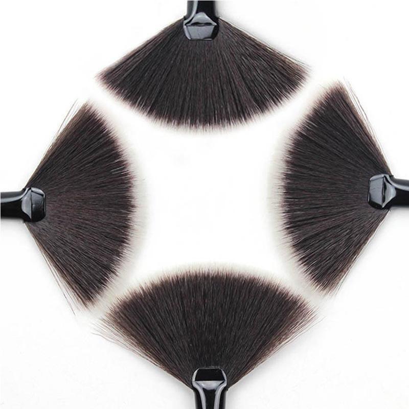 Кисть веерная Professional Brush длинная 02