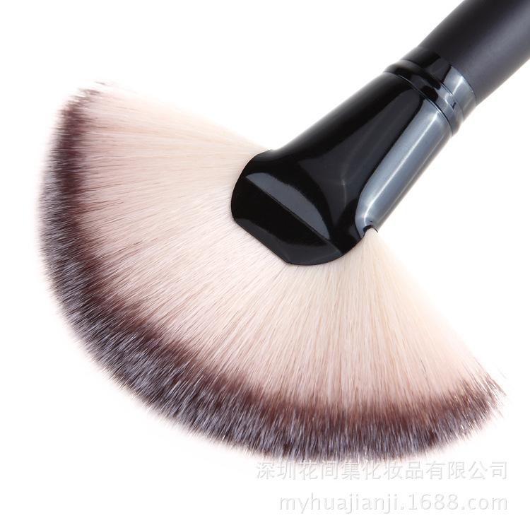 Веерная кисть Professional Brush 02