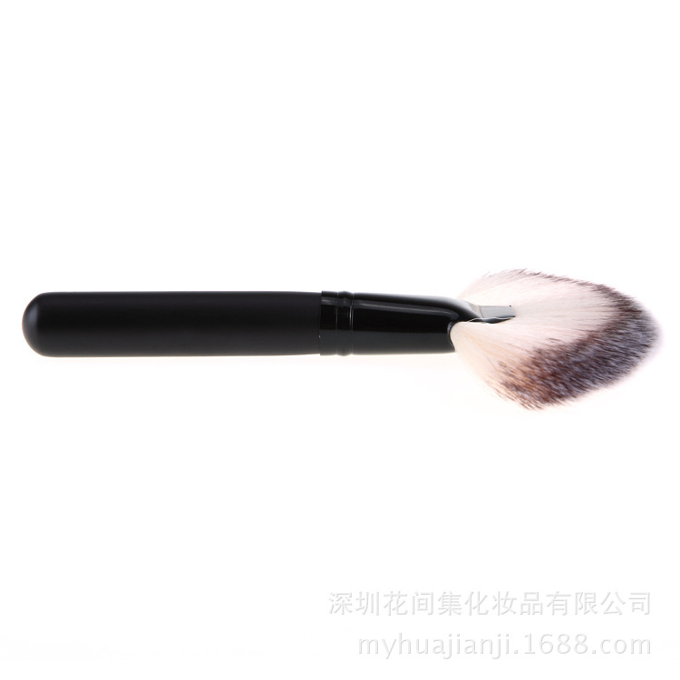 Веерная кисть Professional Brush 06
