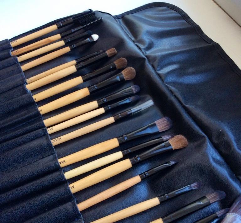 Профессиональный набор кистей для макияжа MAKE-UP FOR YOU 24 кисти 03