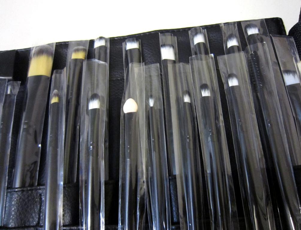 Профессиональный набор кистей для макияжа из 20 кистей и специального пояса визажиста 02