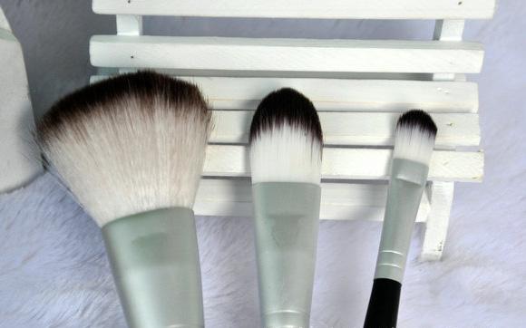 Набор из трех больших кистей для макияжа Tuscan Hills оригинал 01