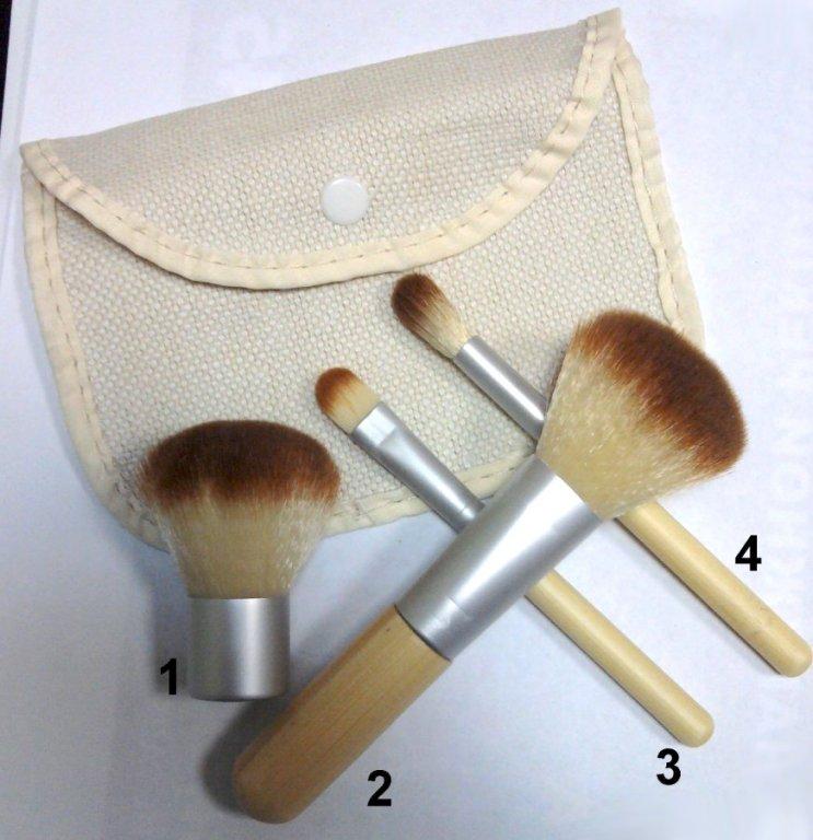 Компактный набор 4 кистей для макияжа с ручками из бамбука для нанесения минеральной косметики 04