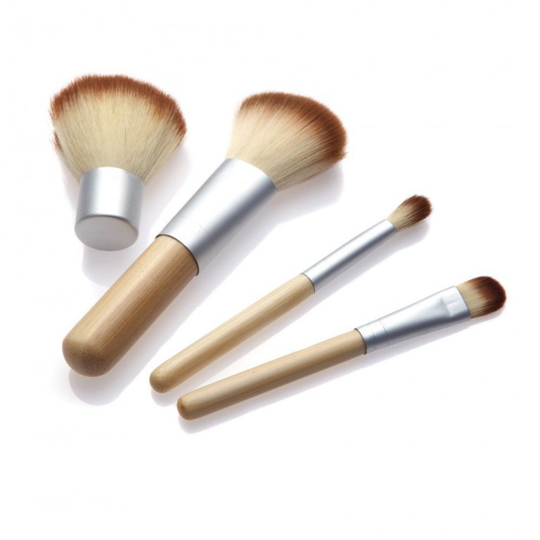 Компактный набор 4 кистей для макияжа с ручками из бамбука для нанесения минеральной косметики 05