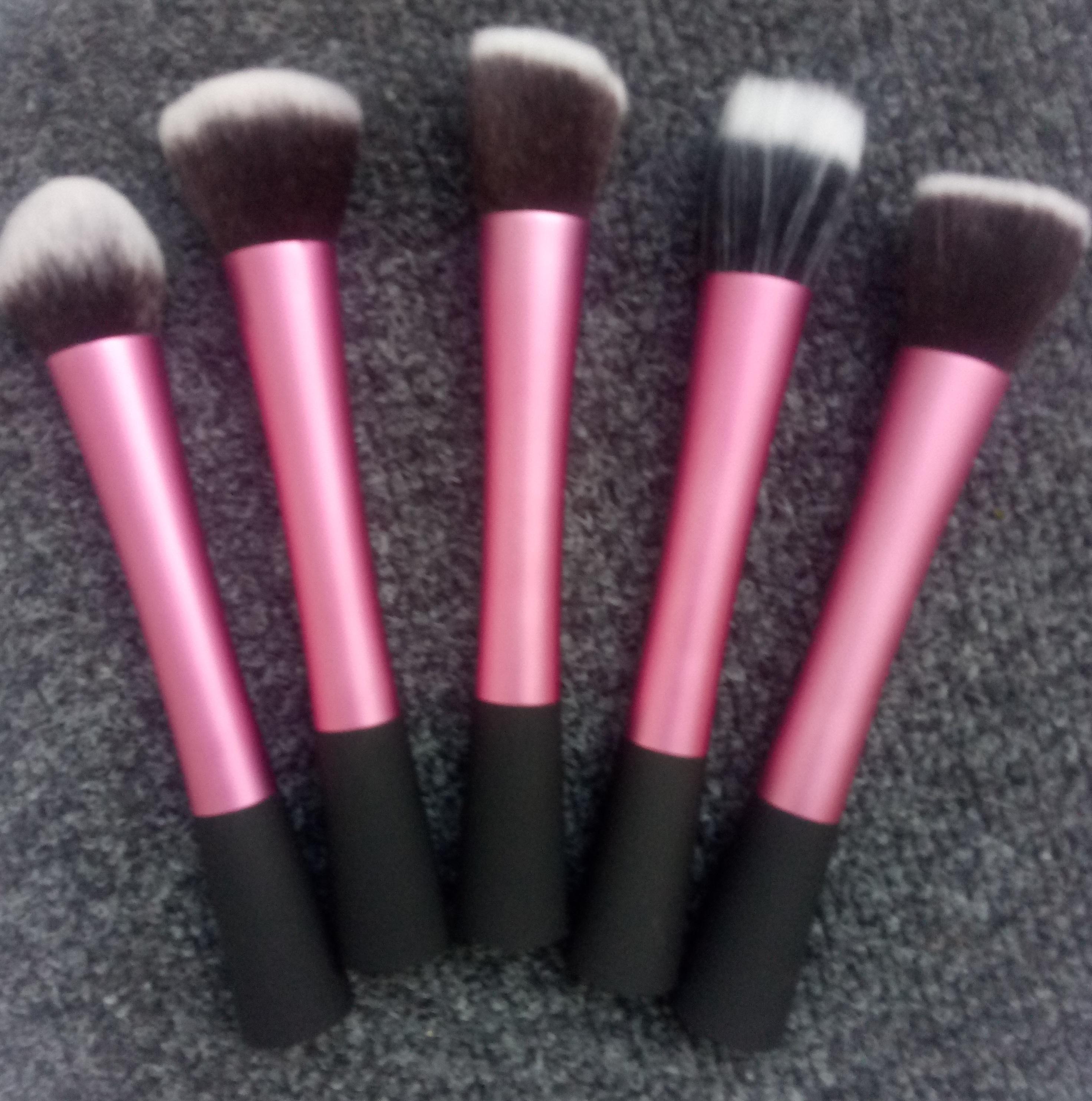 Профессиональный набор из 5 кистей  Real Tech для макияжа 03