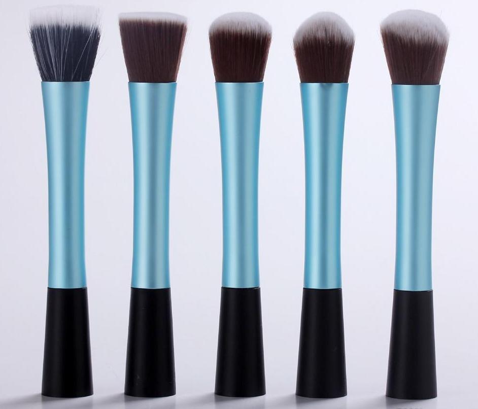 Профессиональный набор из 5 кистей  Real Tech для макияжа 05