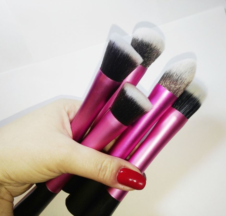 Профессиональный набор из 5 кистей  Real Tech для макияжа 08