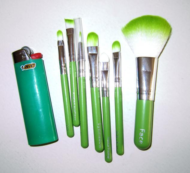 Компактный набор кистей для макияжа 7 кистей 03