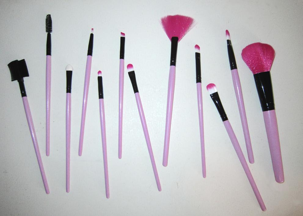 Набор кистей для макияжа 12 кистей розовый 03