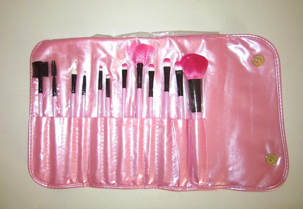 Набор кистей для макияжа 12 кистей розовый 04