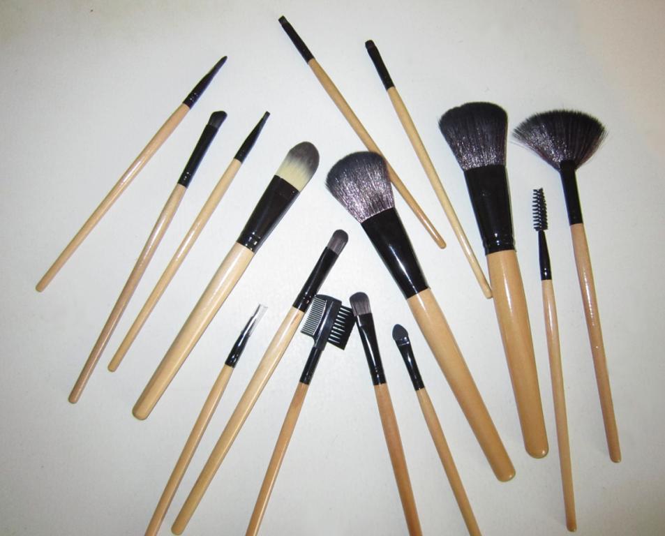 Набор кистей для макияжа 15 кистей 04
