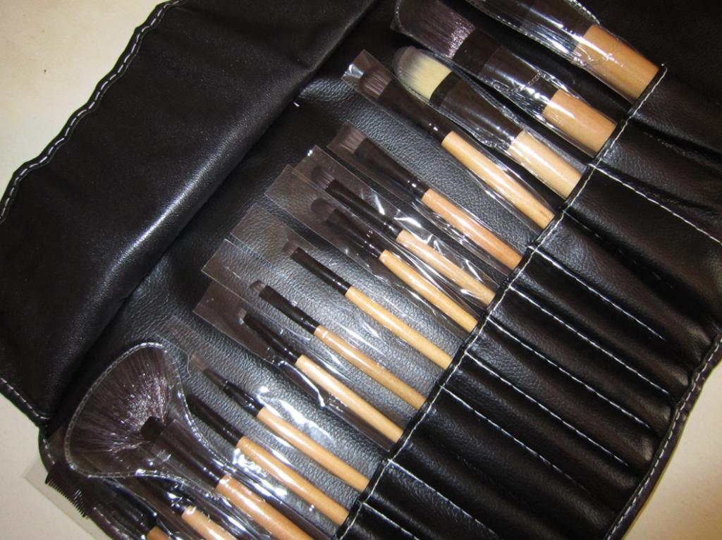 Набор кистей для макияжа 15 кистей 07
