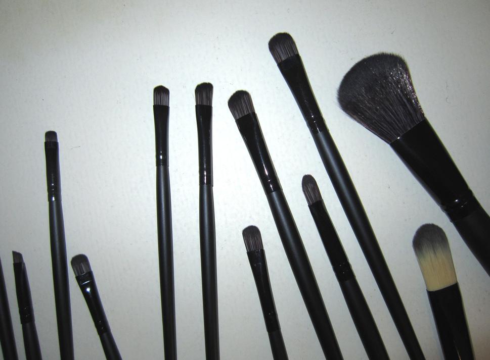 Набор кистей для макияжа 18 кистей 04