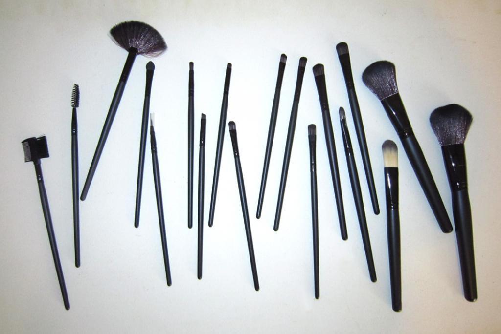 Набор кистей для макияжа 18 кистей 06