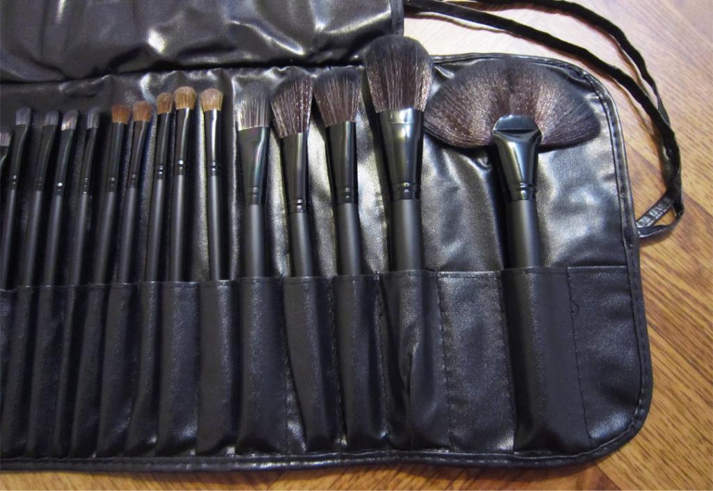 Профессиональный набор кистей для макияжа 32 кисти 03