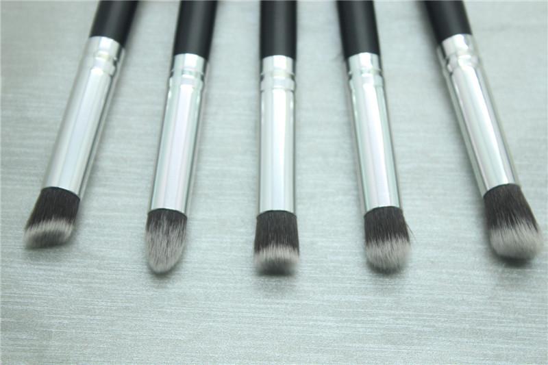 Универсальный набор кистей для макияжа 5 штук 04