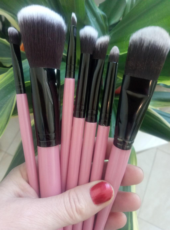 Набор таклоновых кистей для макияжа 7 штук 01