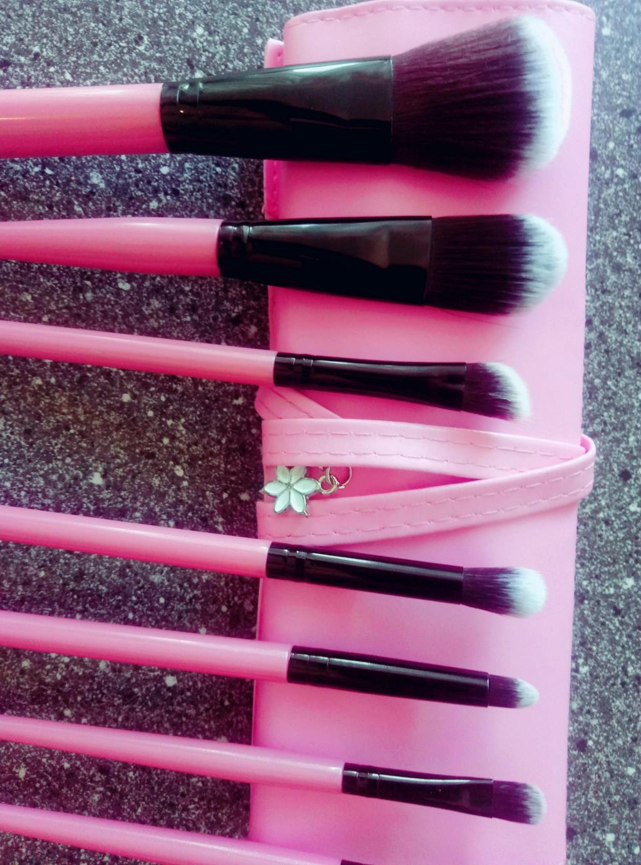 Набор таклоновых кистей для макияжа 7 штук 02