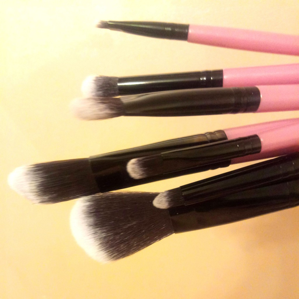 Набор таклоновых кистей для макияжа 7 штук 06