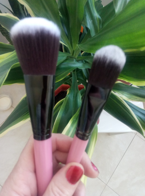 Набор таклоновых кистей для макияжа 7 штук 04