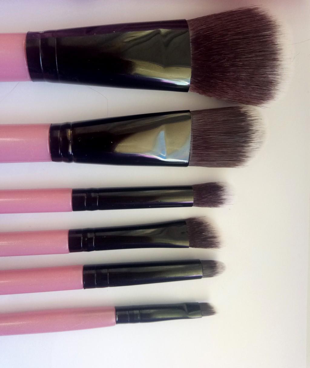 Набор таклоновых кистей для макияжа 7 штук 07