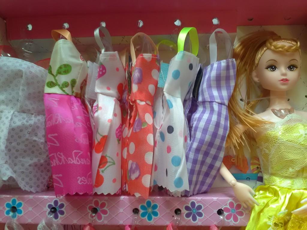 Подарочный набор из 8 музыкальных кукол с гардеробом 08