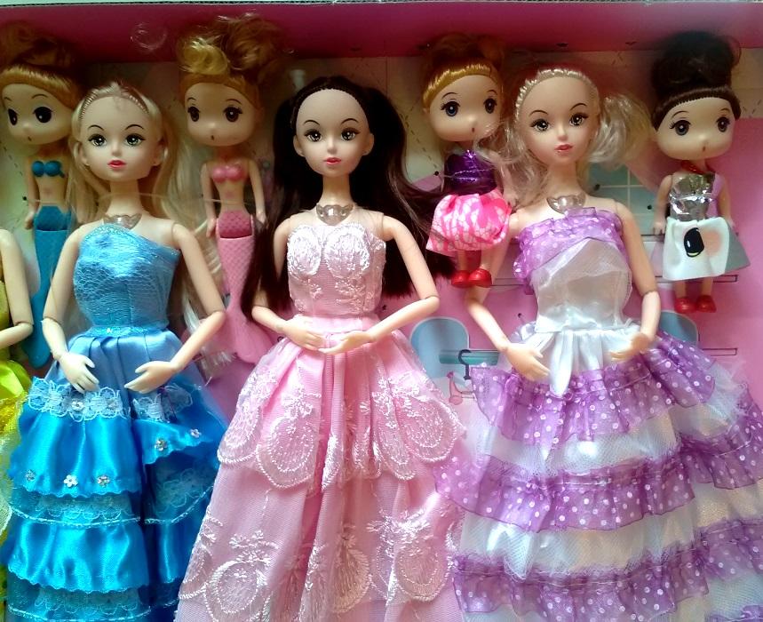 Подарочный набор из 8 музыкальных кукол с гардеробом 07