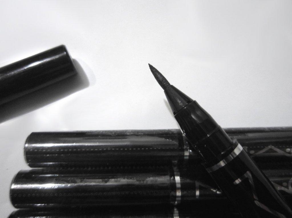 Подводка фломастер (маркер) для глаз Mac Real Pen Eyeliner 02