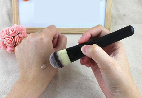 Профессиональная широкая густая кисть для нанесения тональной основы,  консилера, ВВ крема натуральная высококачественная 04