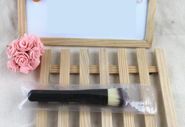Профессиональная широкая густая кисть для нанесения тональной основы,  консилера, ВВ крема натуральная высококачественная 07