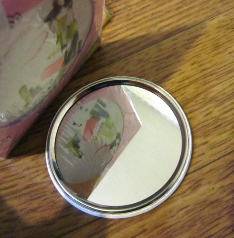 Стильное металлическое карманное зеркальце 06